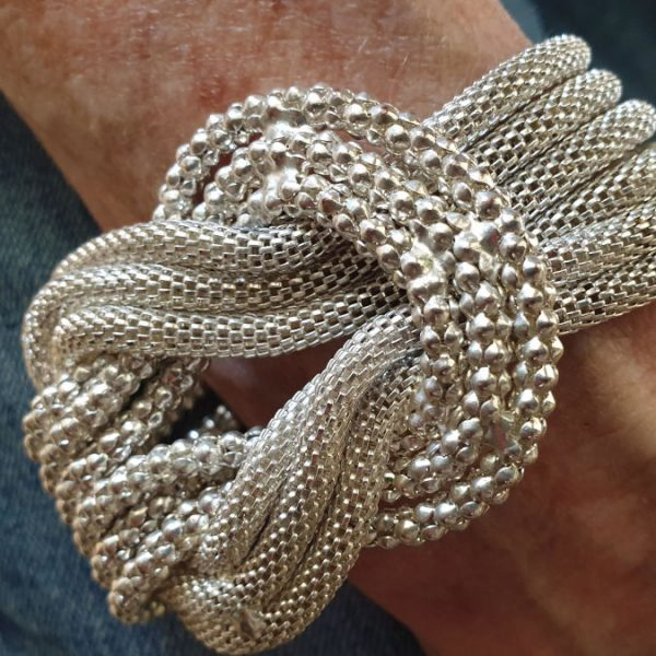 silver-braclet-close-up